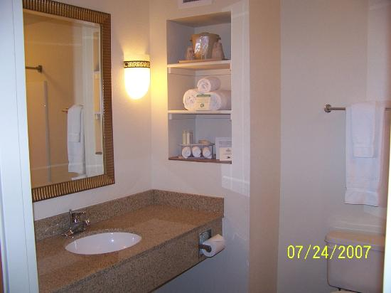 Holiday inn Express & Suites Hesperia: bathroom