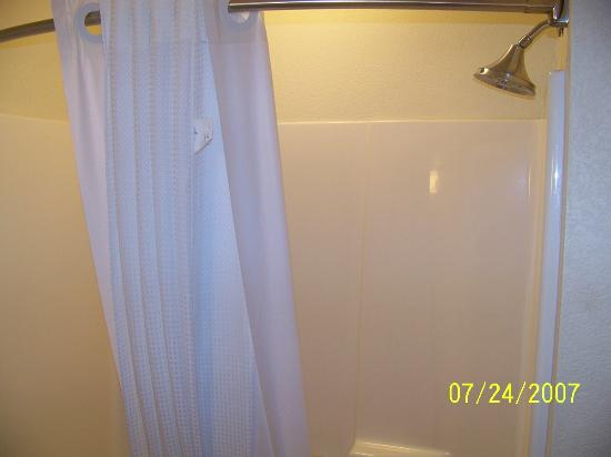 Holiday inn Express & Suites Hesperia: nice size shower