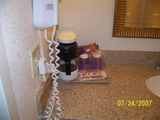 Holiday inn Express Hotel & Suites: coffee and hair dryer