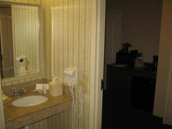 Hilton Garden Inn Norwalk: bathroom View 4 Vanity