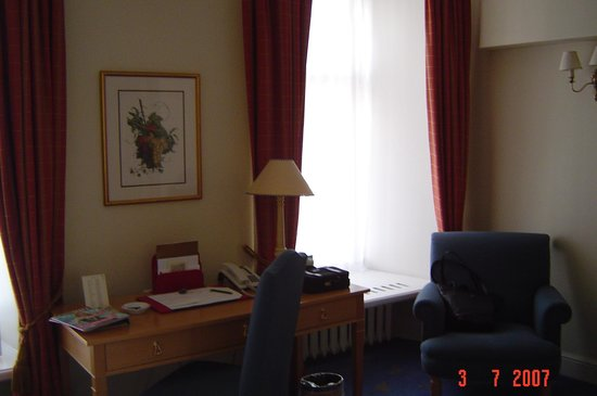 St. Petersbourg Hotel: Another view of hotel room
