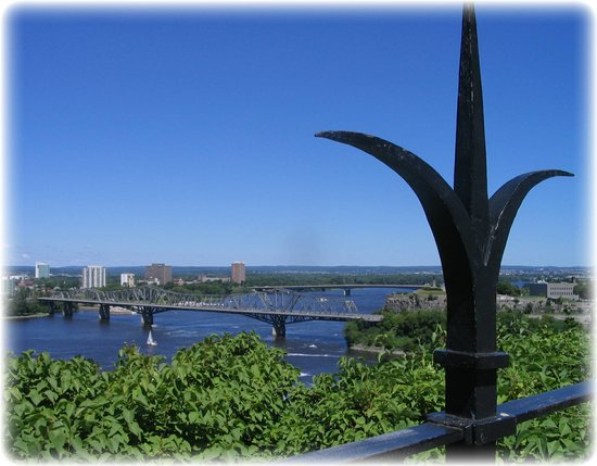 Parlamentshügel: Alexandria Bridge, gateway to Quebec over the Ottawa River