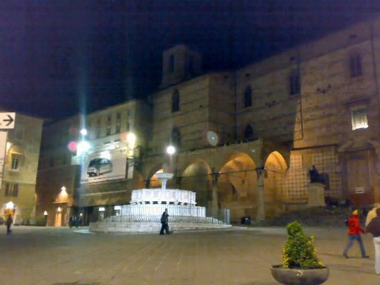 San Ercolano Hotel: Perugia at night
