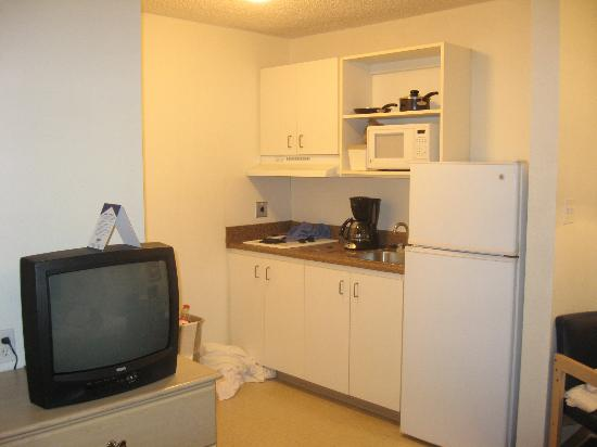 Suburban Extended Stay : Kitchen