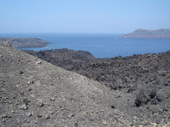 Hotel Atlantida Villas: On top of the volcano