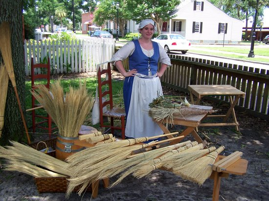‪‪Pensacola‬, فلوريدا: Broom Making, Historic Quarter‬