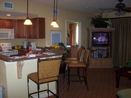 Wyndham Bonnet Creek Resort: Kitchen/master room in back