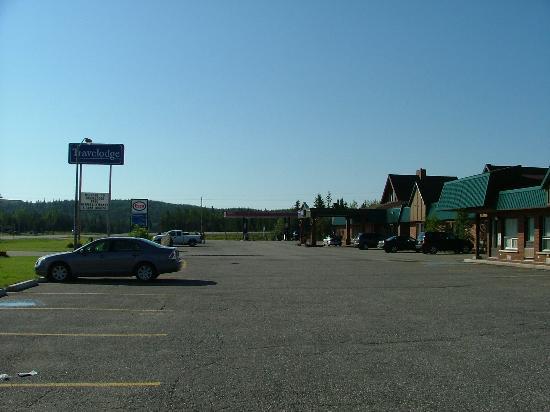 Travelodge marathon picture of airport motor inn for Ontario motor inn ontario ca