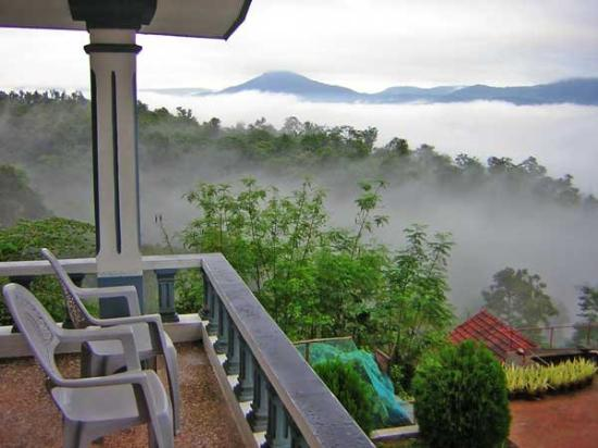 Chikkamagalur, India: Overlooking Kudremukh Valley from Eagle Eye Holiday Homes