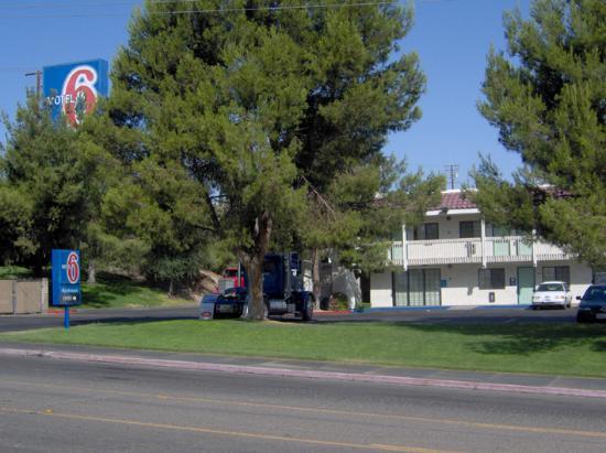Motel 6 Barstow: Façade de l'hôtel