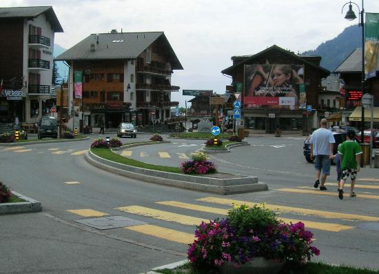 Hotel Ermitage : Carrefour central in Verbier, hotel is on the opposite side of the roundabout, on the left
