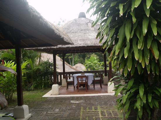 Plataran Canggu Resort & Spa : Terrasse du petit déjeuner dans la villa Kubu