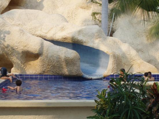 Ixtapa Palace Resort & Spa : kids pool