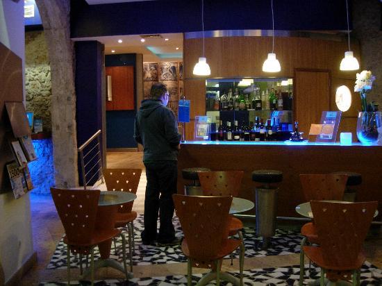 Hotel Lisboa Tejo: Lobby bar area