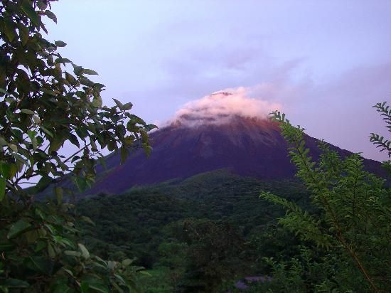 Arenal Kioro Suites & Spa : Wispy clouds at sunset