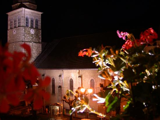 Logis La Croix Saint-Maurice Hotel: Night view from the room's balcony