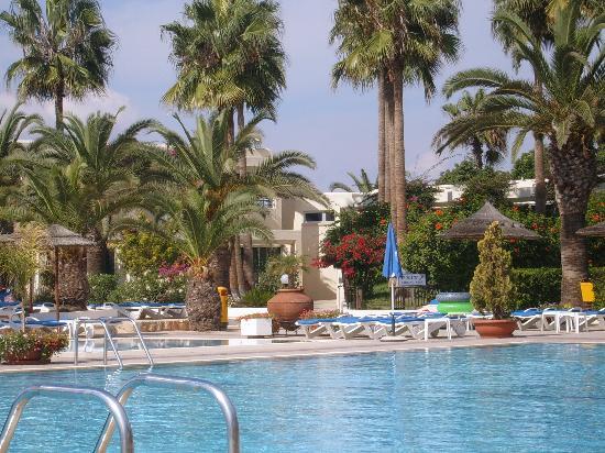 Dome Beach Hotel & Resort: pool area