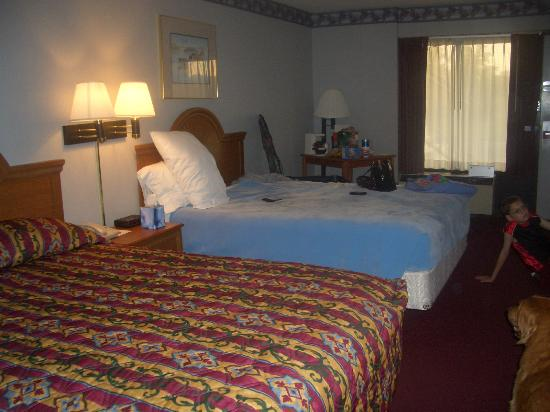 Ramada Batesville: Roomy and quiet at back of motel