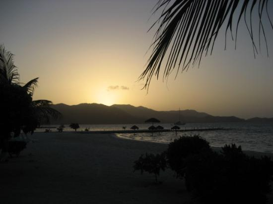 Guanaja, Honduras: Sunset at Grahams Place