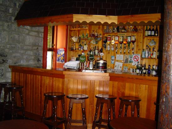 Ballinalacken Castle Country House: The pub