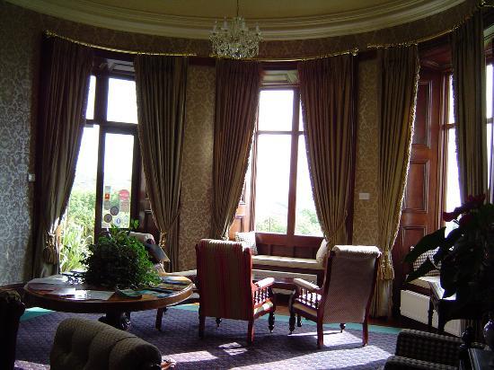 Ballinalacken Castle Country House: Foyer