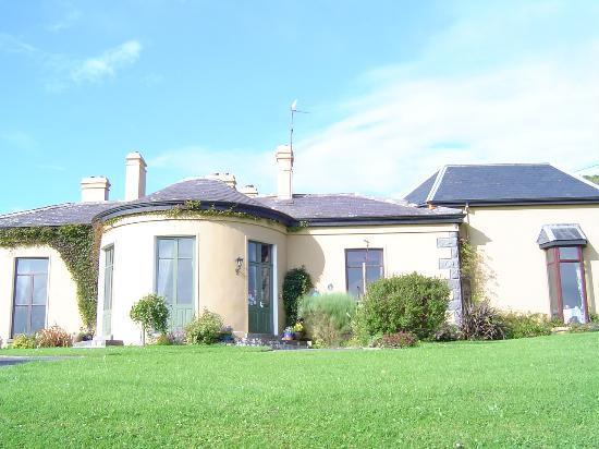 Ballinalacken Castle Country House: Outside of inn