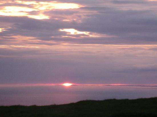 Ballinalacken Castle Country House : Amazing sunsets
