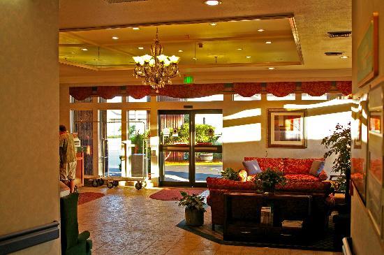 Best Western Cascadia Inn: Lobby
