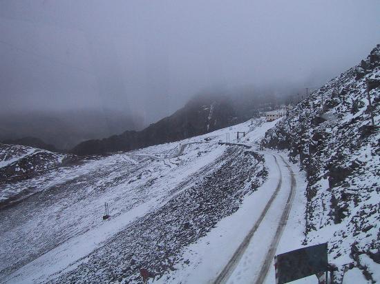 Chacaltaya Ski Resort : view mountain road