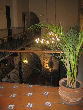 Hotel Trebol: Escalier intérieur
