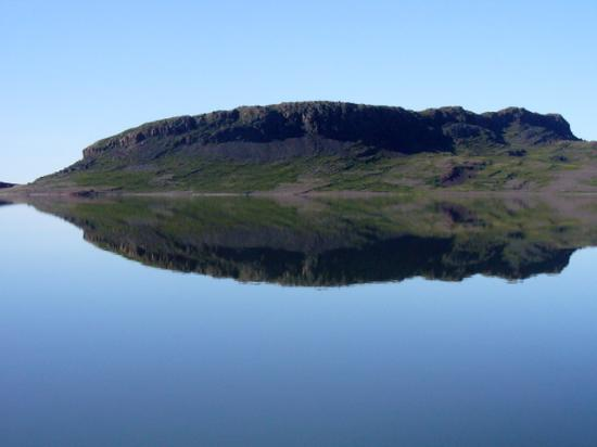 Bathurst Inlet Lodge: Arctic Ocean on an Unusually Calm Day