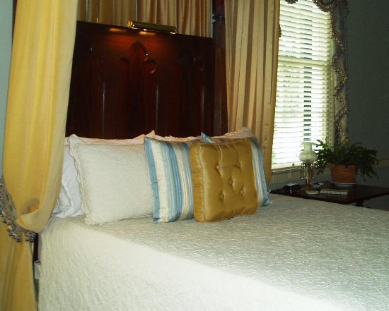 Historic Oak Hill Inn: bedroom