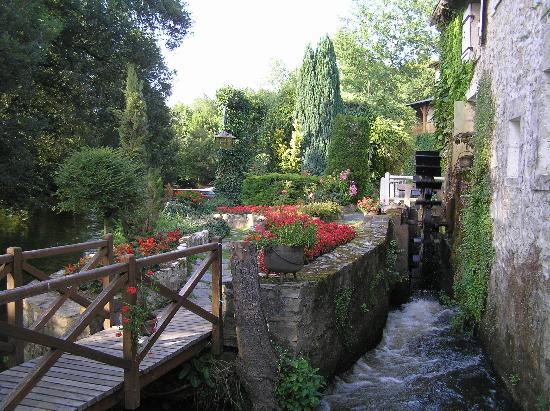 Le Moulin du Roc : The moulin and gardens