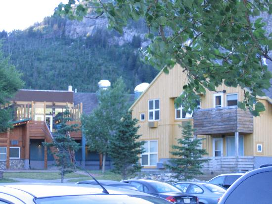Waterton Lakes Lodge Resort: Looking towards lobby