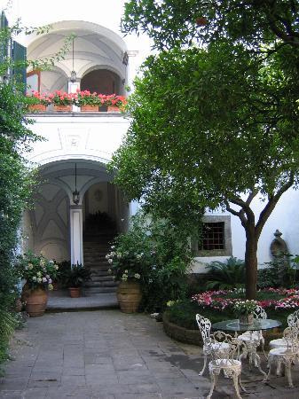 Villa Romano: The main courtyard