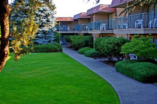 Mirabeau Park Hotel: Courtyard