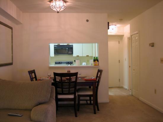 Oakwood Crystal City: Dining Area & Entry Foyer