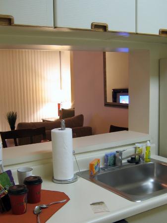 Oakwood Crystal City: Kitchen
