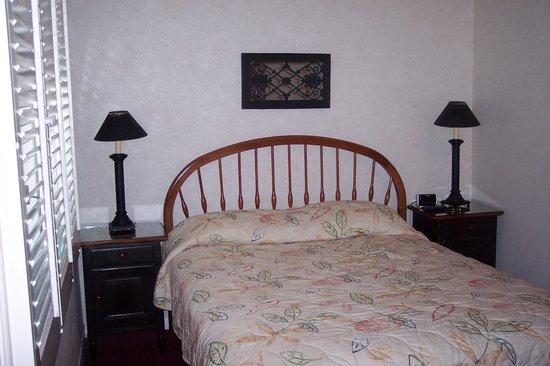El Bonita Motel: bed area