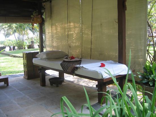 Holiday Inn Resort Baruna Bali : La table de massage