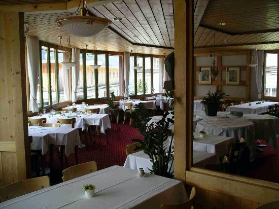 Hotel Eiger Wengen: Breakfast Room