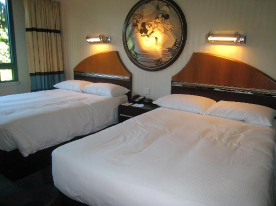 Disney's Hollywood Hotel: big bed
