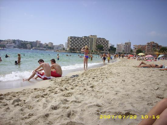 Hotel Don Bigote: Beach 5 mins away
