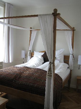 Bertrams Guldsmeden - Copenhagen: lovely bed!