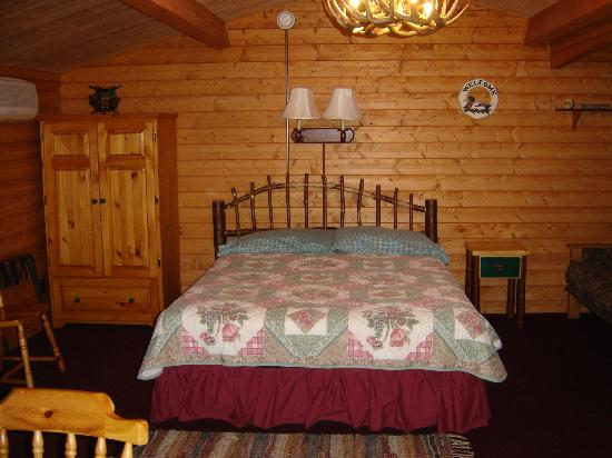 Mallards Landing: inside view of cabin