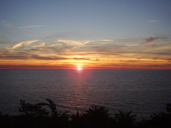 Holiday Inn Express St. Joseph: Beautiful Sunset from room...