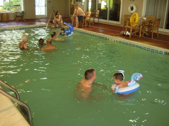 Holiday Inn Express St. Joseph: Swimming Pool