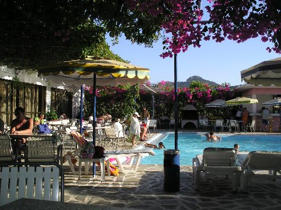 Loutanis Hotel: poolside