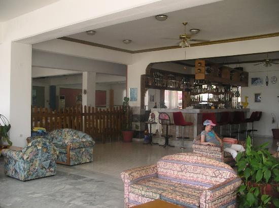 Loutanis Hotel: dinningroom/lounge