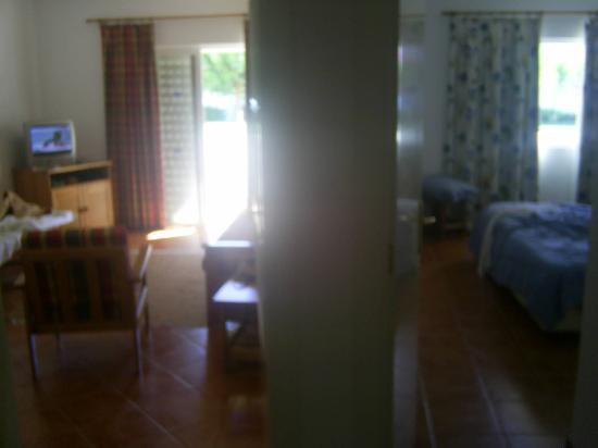 Vilabranca Apartments: lving room and seperate bedroom
